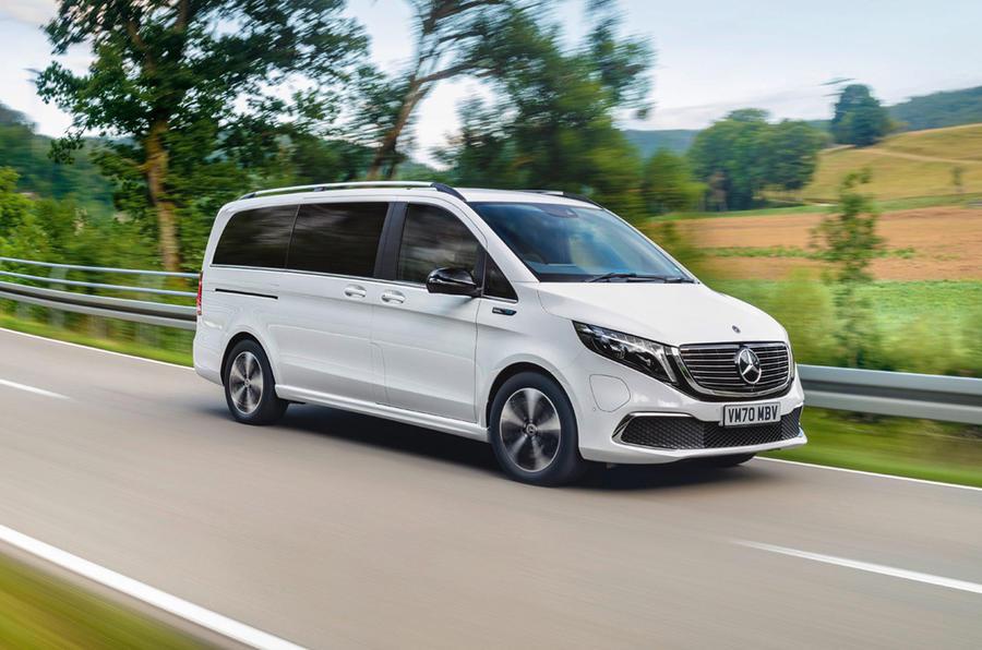 9 Mercedes Benz EQV 2021 LHD : essai routier en virage.