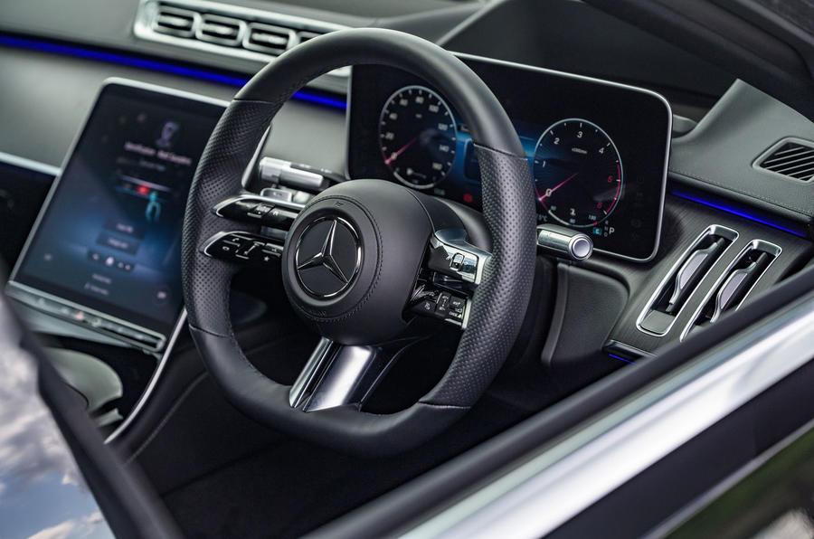 9 Mercedes Classe S S400d 2021 UE FD tableau de bord