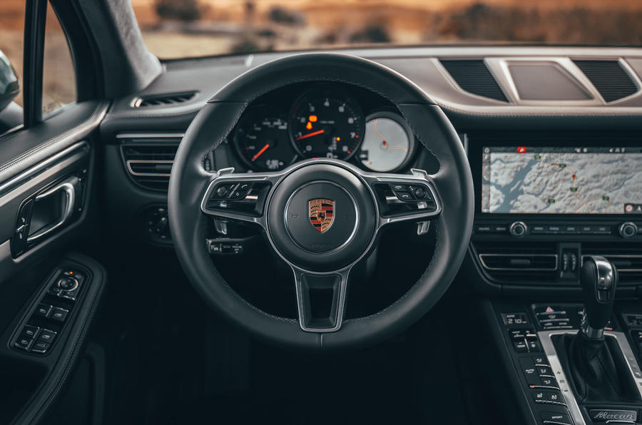 Porsche Macan 2019 first drive review - steering wheel