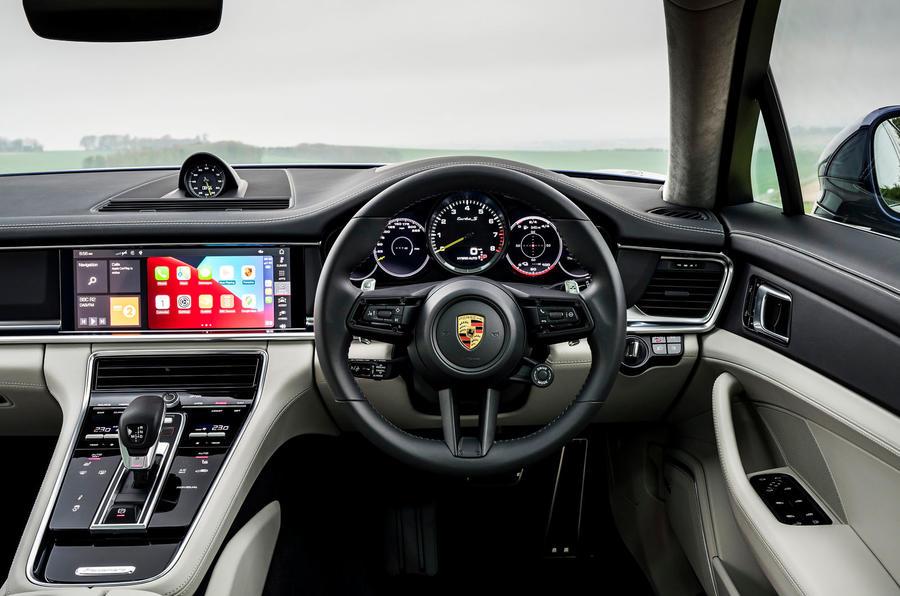 9 Tableau de bord de la Porsche Panamera Turbo S E Hybrid ST 2021 UE FD