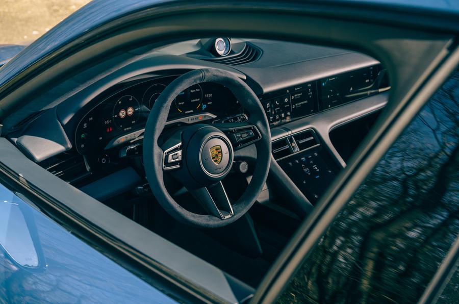 9 Volant droit de la Porsche Taycan Cross Turismo 2021