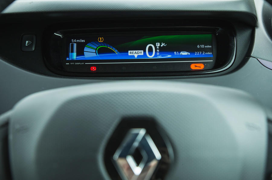 Renault Zoe R110 2018 UK first drive review instrument cluster