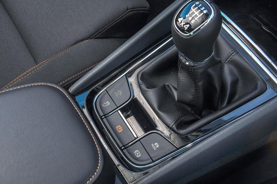 Skoda Karoq Scout 2019 first drive review - gearstick