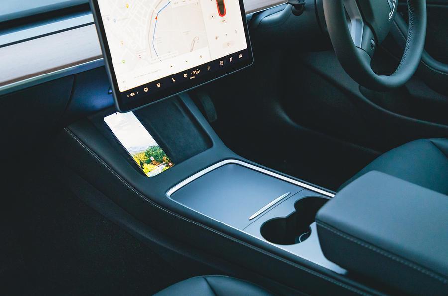 Tesla Model 3 Standard plus 2020 UK first drive review - centre console