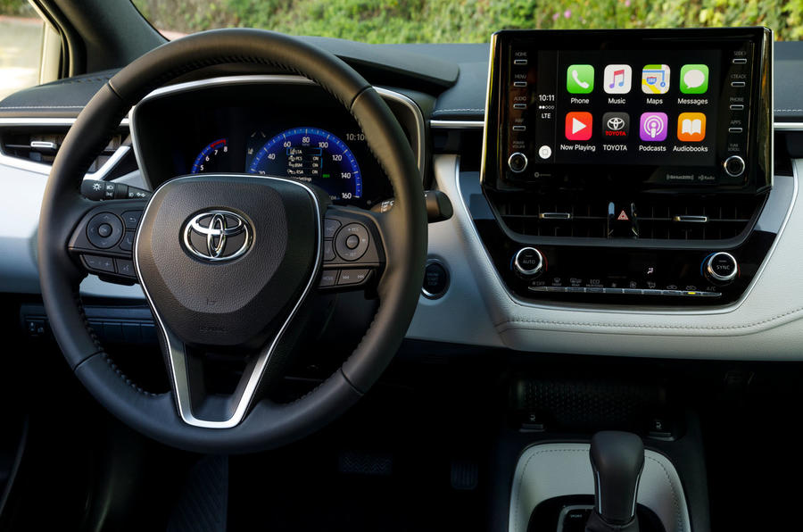 Toyota Corolla 2.0 XSE CVT 2019 review - steering wheel