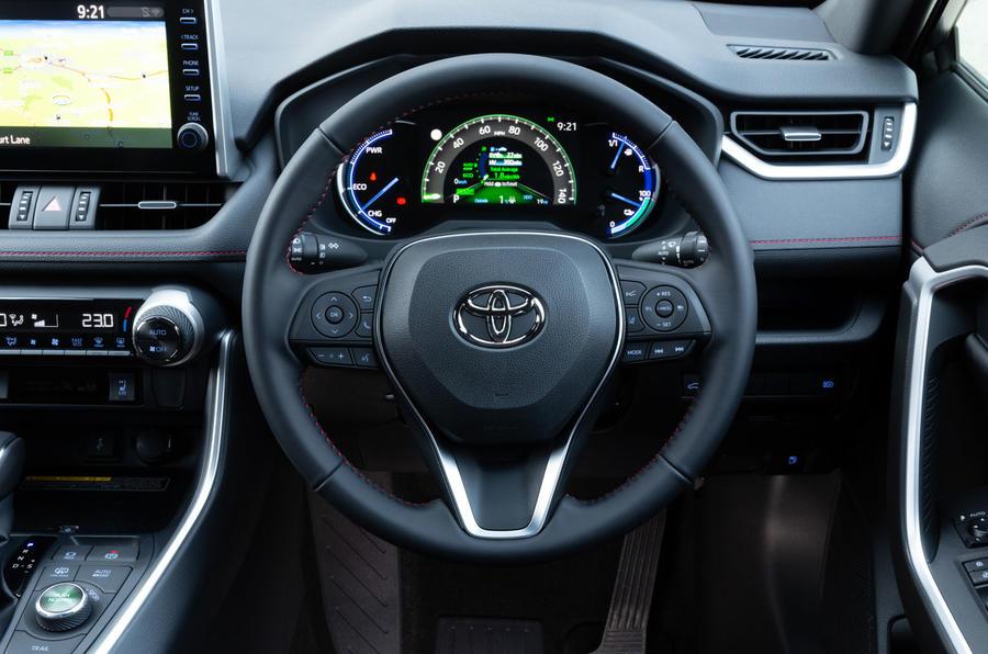 9 Toyota RAV4 PHEV 2021 : premier tableau de bord de l'examen de conduite au Royaume-Uni