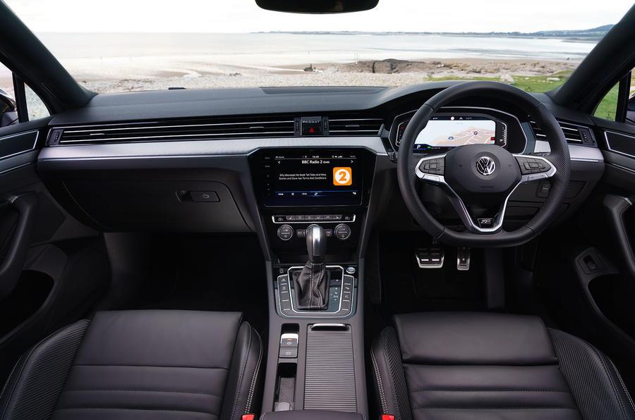 Volkswagen passat Estate R Line 2019 UK review - cabin