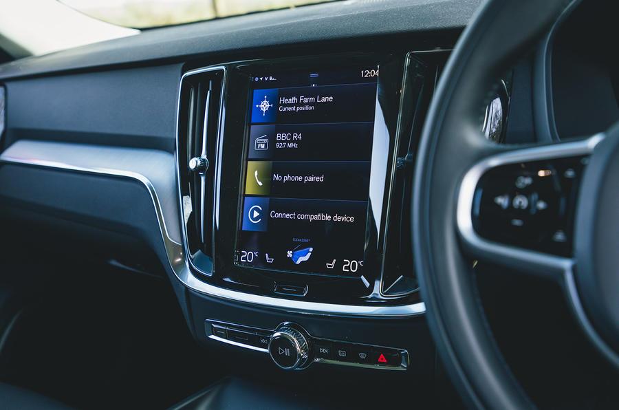 9 Volvo V60 B3 Momentum 2021 UE premier essai essai infotainment