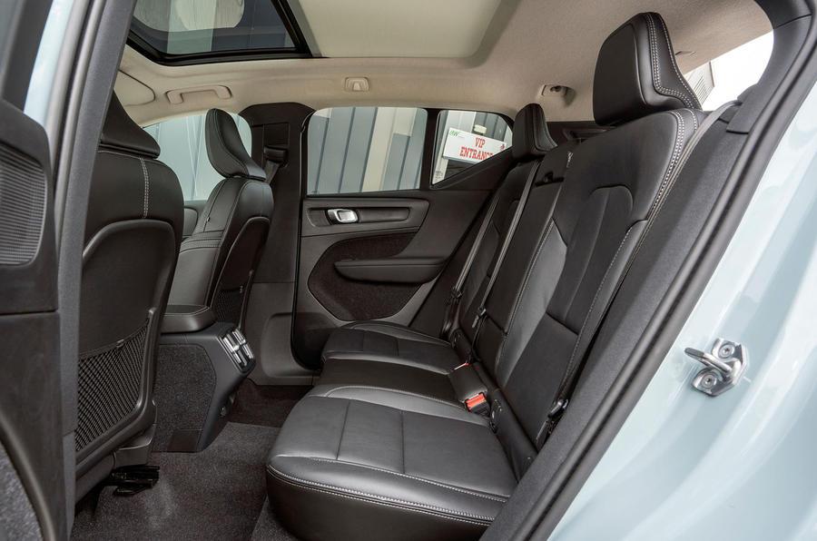 volvo-xc40-2018-uk-fd-rear-seat