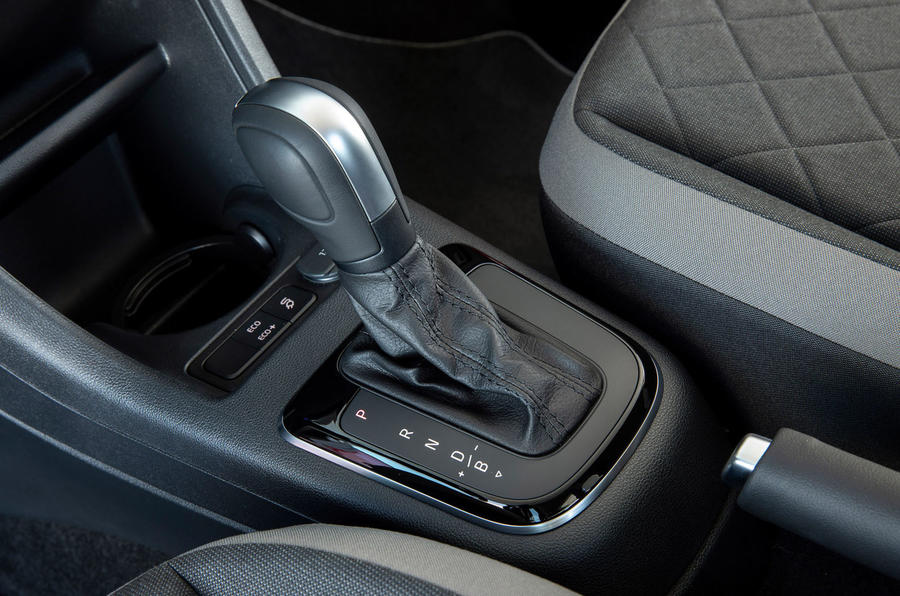 Volkswagen e-Up 2020 first drive review - gearstick