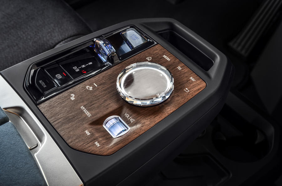 BMW iNext official images - centre console