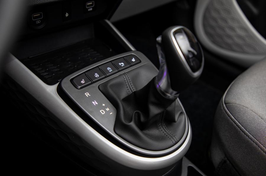Hyundai i10 2019 reveal - studio gearstick