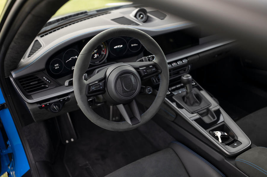Porsche 911 GT3 2021 passenger ride - dashboard