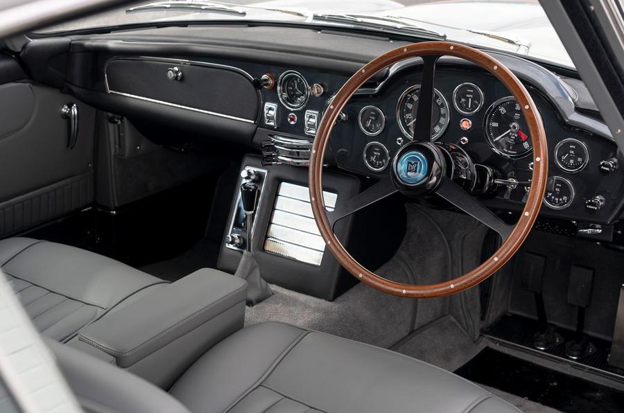 Aston Martin DB5 Goldfinger Continuation cabin