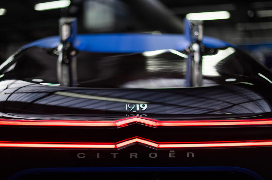 Citroen 19_19 concept official reveal - chevron lighting