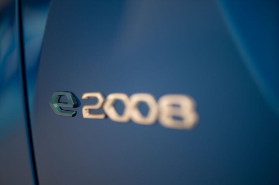 Peugeot e-2008 reveal studio - rear badge