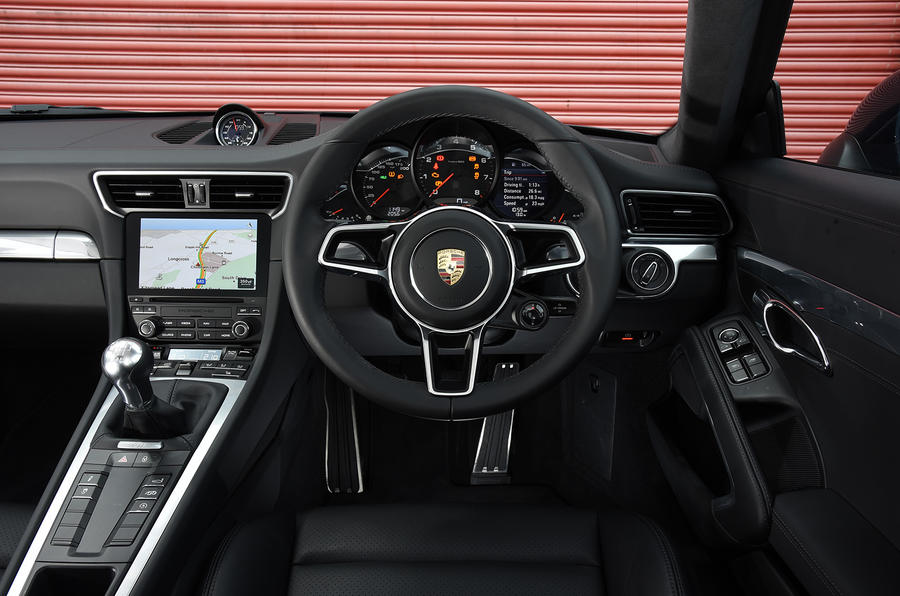 Porsche 911 Carrera dashboard