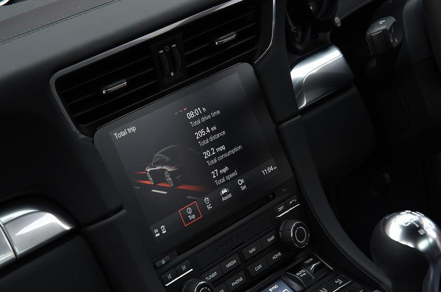 Porsche 911 Carrera infotainment
