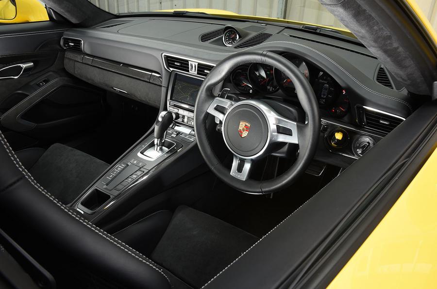 Porsche 911 C4 GTS interior