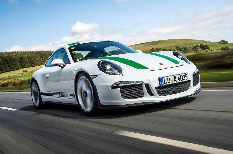 1370kg Porsche 911 R