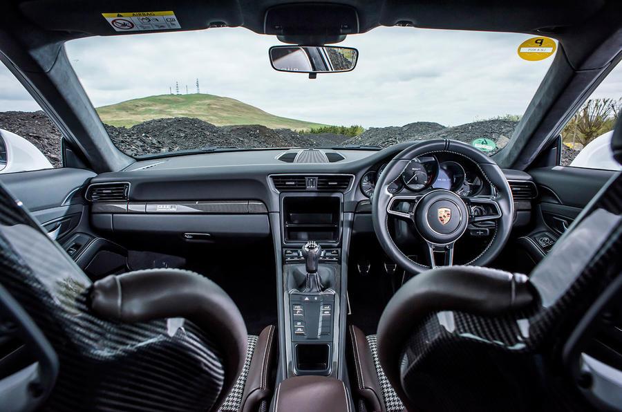 Porsche 911 R dashboard