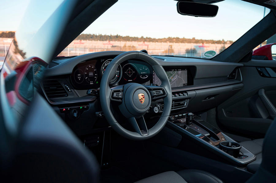 Porsche 911 Carrera 4S 2019 review - cabin