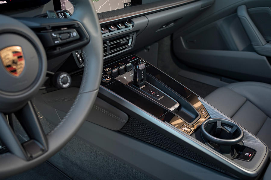 Porsche 911 Carrera 4S 2019 review - centre console