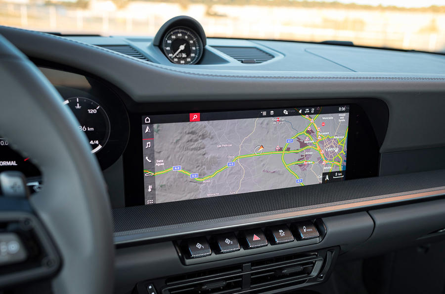 Porsche 911 Carrera 4S 2019 review - sat-nav