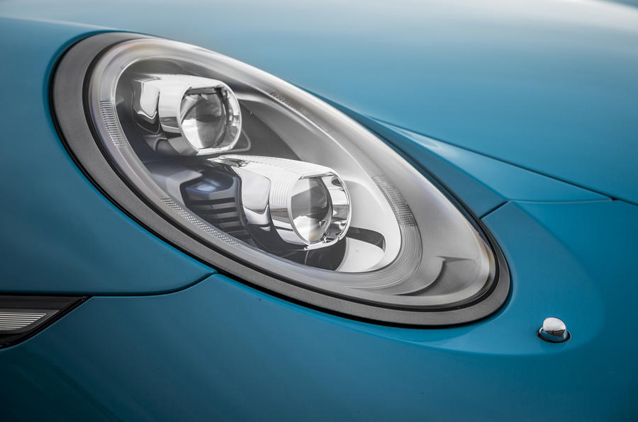 Porsche 911 Carrera S bi-xenon headlight