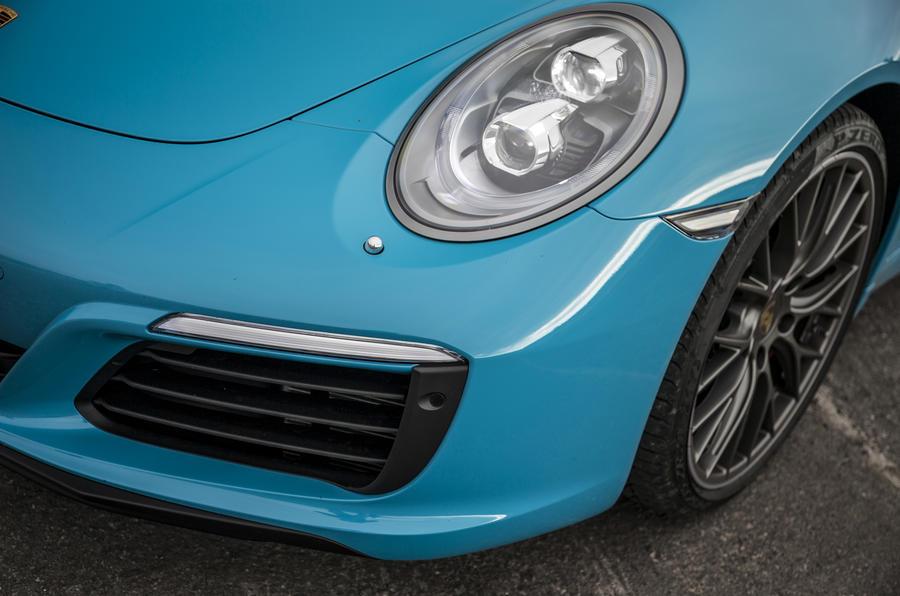 Porsche 911 Carrera S front wing