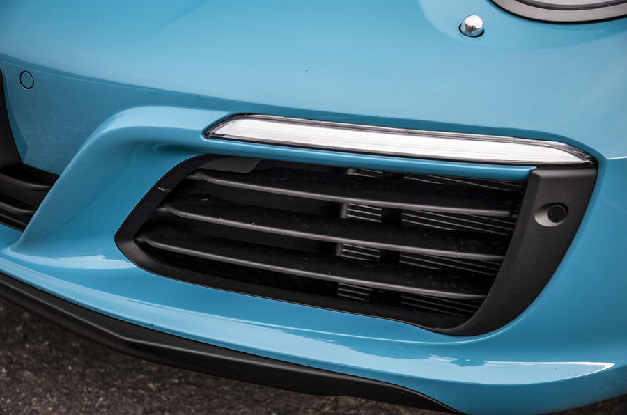 Porsche 911 day-running-lights
