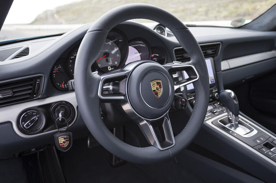 Porsche 911 Carrera S steering wheel