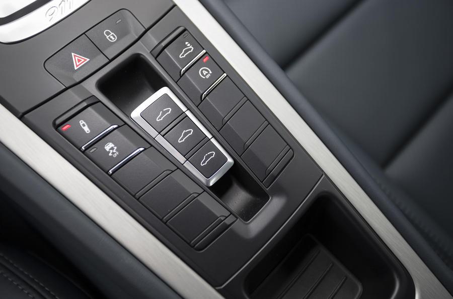 Porsche 911 Carrera S dynamic controls