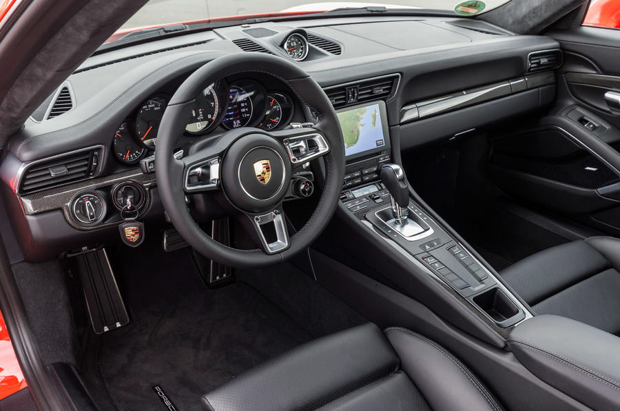 Porsche 911 Turbo S dashboard