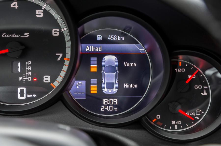 Porsche 911 Turbo S AWD screen