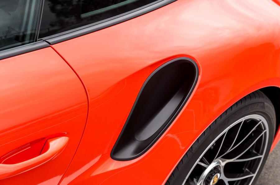 Porsche 911 Turbo S side pod air intake