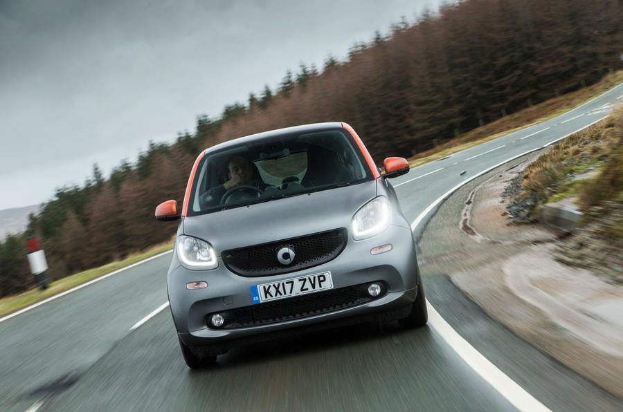 Porsche 911 Turbo S vs Smart Fortwo