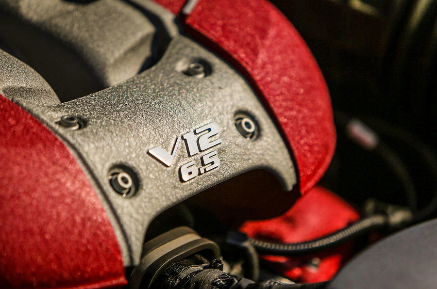Ferrari 812 Superfast V12 badging