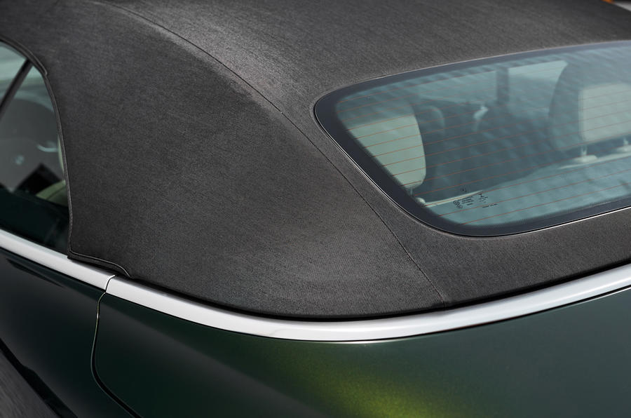 2021 BMW 4 Series Convertible official images - roof