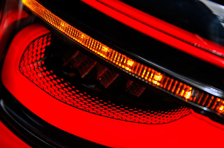 Land Rover Discovery Sport 2019 official reveal - rear lights