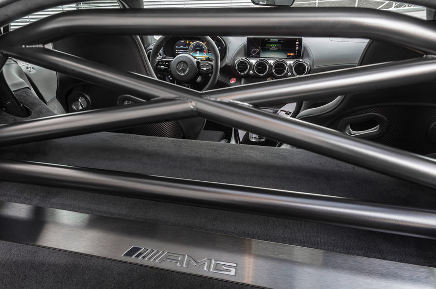 Mercedes-AMG GT R Pro 2018 LA motor show reveal - rollcage