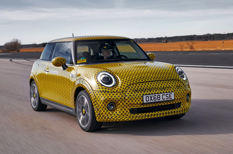 Mini Cooper SE prototype drive 2019 - on the road front