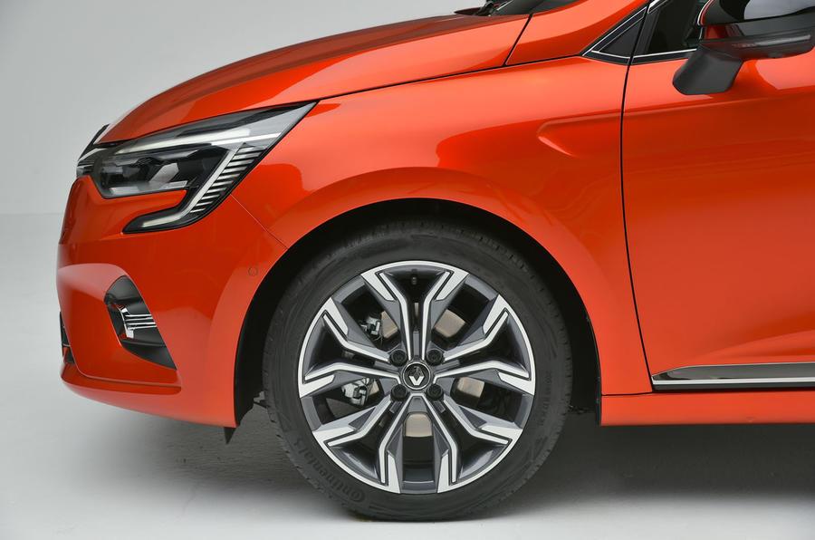 Renault Clio 2019 Autocar studio static - alloy wheels