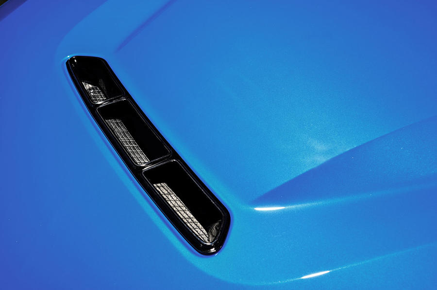 BMW CS 2020 official press images - bonnet vent
