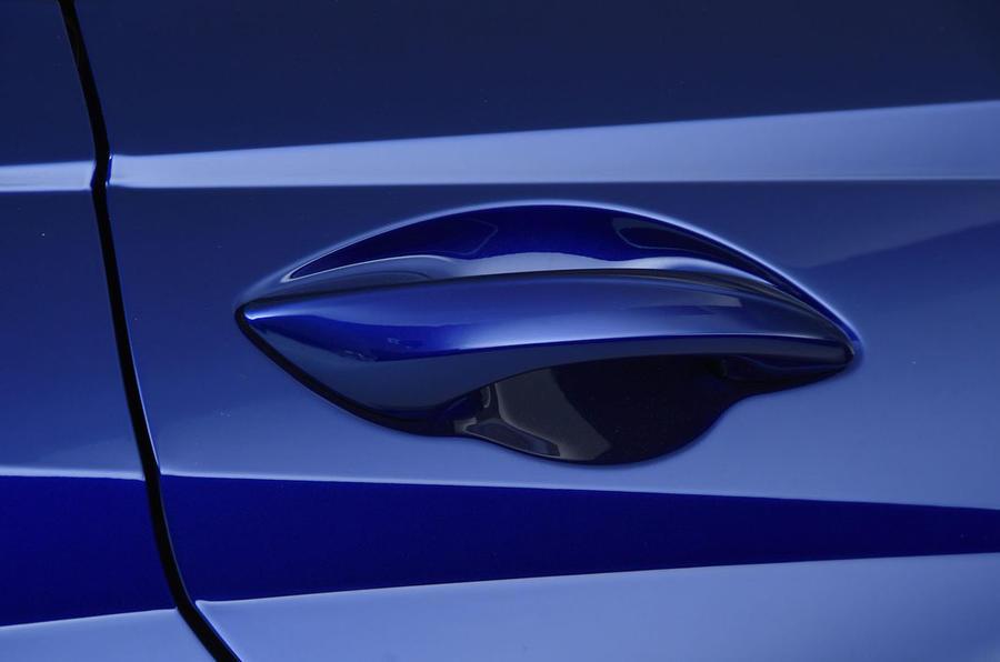 Hyundai i20 2020 studio images - door handles