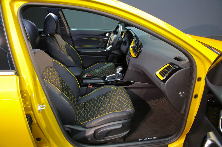 Kia Xceed 2019 official reveal - front seats