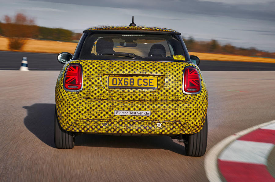 Mini Cooper SE prototype drive 2019 - cornering rear