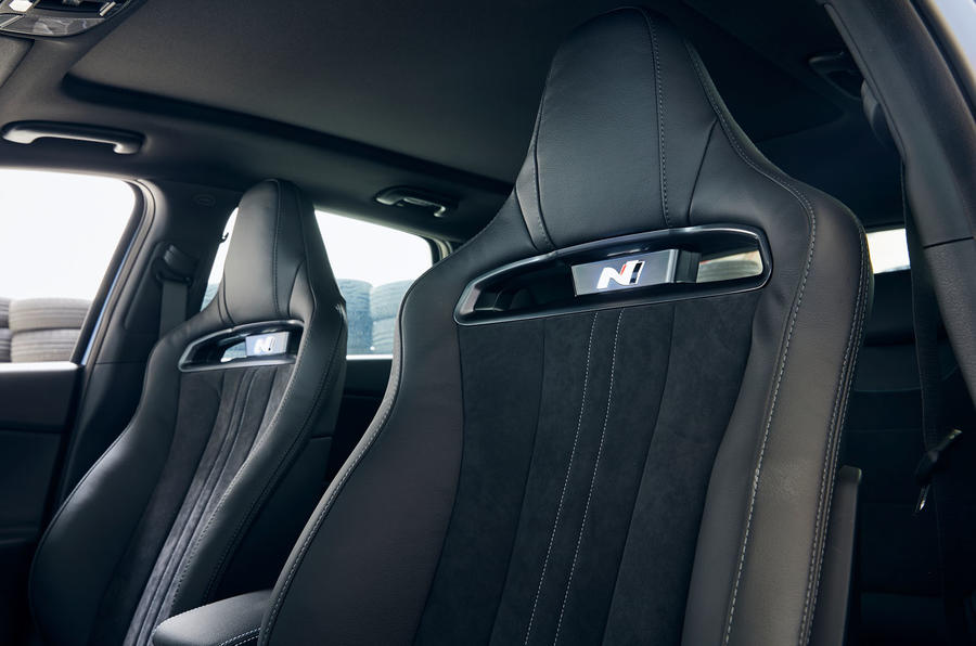 Hyundai i30 N 2020 facelift official images - front seats