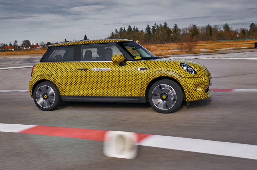 Mini Cooper SE prototype drive 2019 - cornering side
