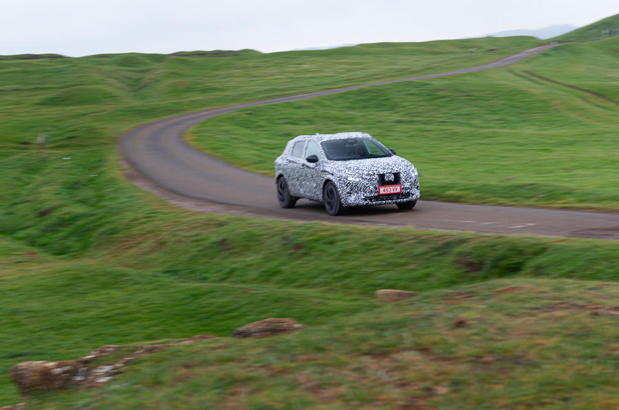 Nissan Qashqai official prototype images - cornering